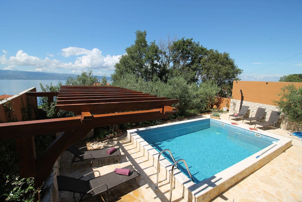 Villa Diana with sea views, private pool 24m2 and 5 rattan loungers