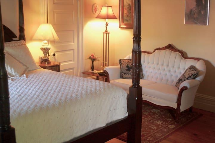 Mettawas End Bed & Breakfast - The Walker Room