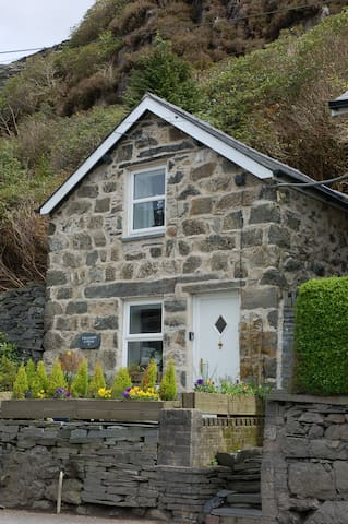 Adorable Quarrymans Cottage in popular location