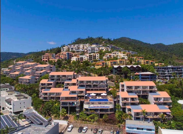 Airlie Beach Sea View One Bedroom Unit  FREE WIFI