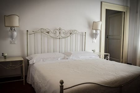 "B&B Le Garitte / ""I Gigli"" room - Bed & Breakfast"