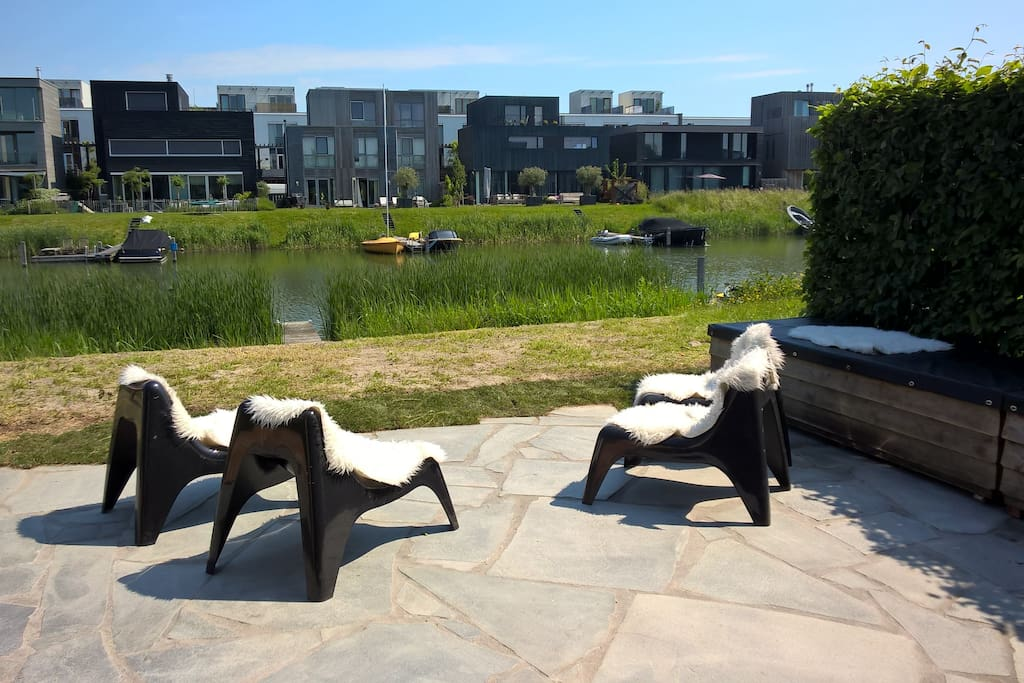 Garden at the water side!