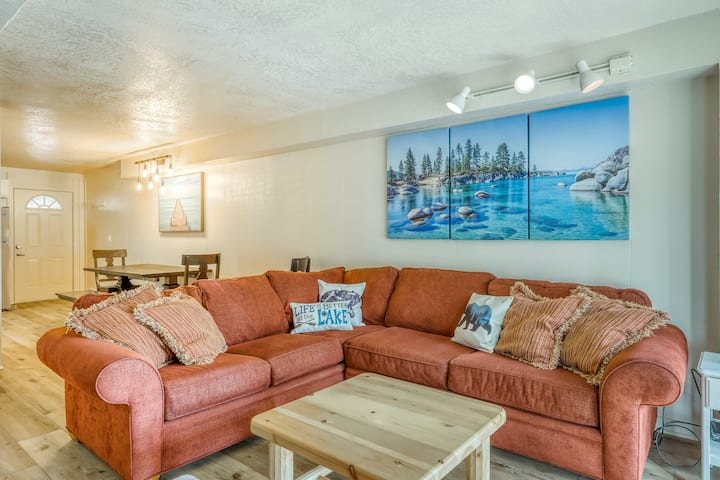 Stylish condo near town and the lake w/ shared pool, sauna, & free WiFi!