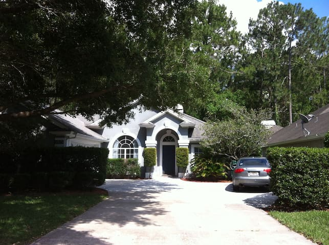 Room in a Lux. House! - Jacksonville - Casa