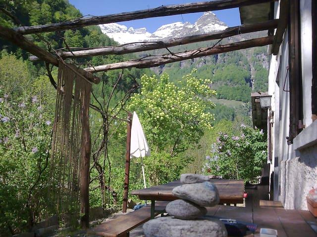 Primitive summer house in Val Verzasca Ticino (CH)