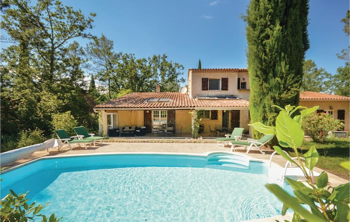 Nice home in Fayence with WiFi and 3 Bedrooms