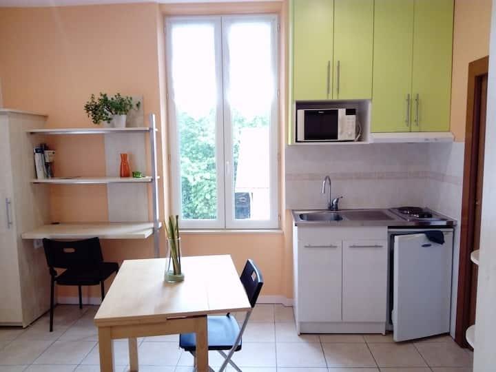 Studio meublé confort et calme 2ème étage
