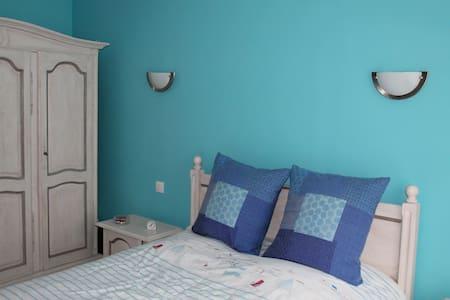 Chambre bleue au rez de chaussée