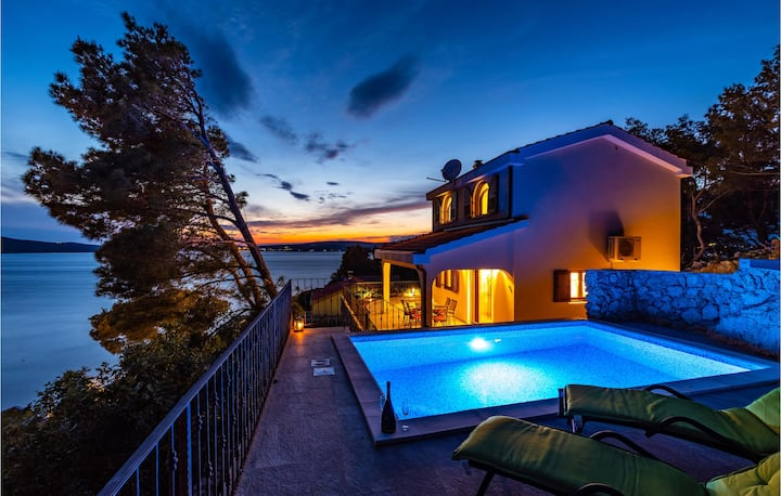 Beautiful home in Novigrad with Outdoor swimming pool and 2 Bedrooms
