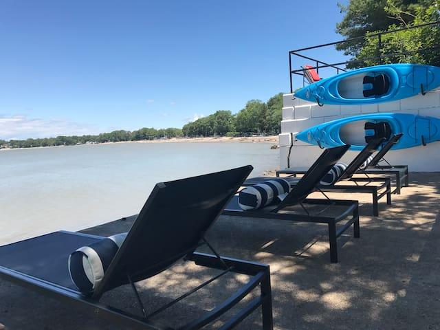New & Modern Lake Front Luxury (AC pets sleeps 8+)