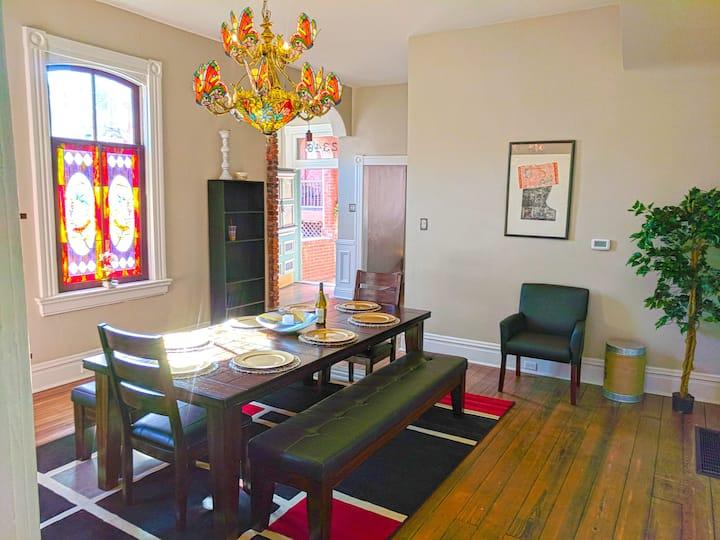 Seigneur et Dame Manoir- Trendy Soulard Mansion