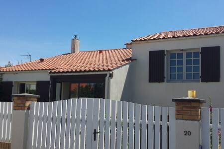 Maison 120 m² - Saint-Xandre - Casa