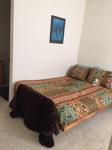 Large Private Bedroom with Bath - เดนเวอร์ - ทาวน์เฮาส์
