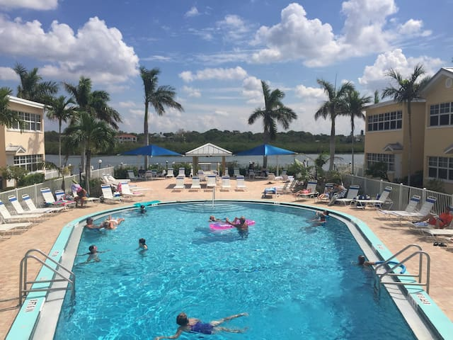 Fun 'n the Sun Enjoy Beach! Pool! Intracoastal!