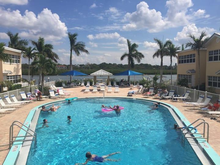 Fun 'n the Sun Enjoy Beach! Pool! Intracoastal!