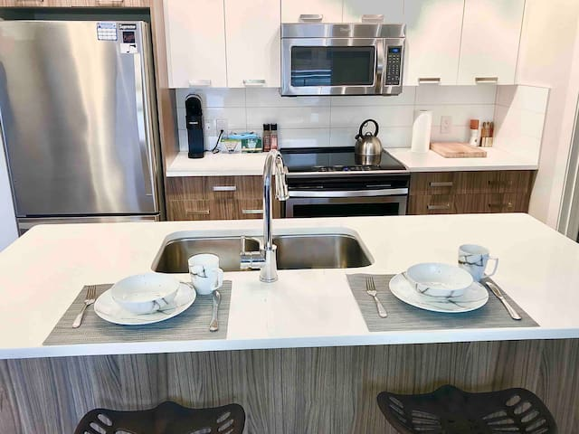 D/T Condo, Steps from Rogers, Heated U/G Parking