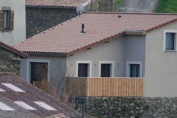 Maison au cœur du village de Pavezin