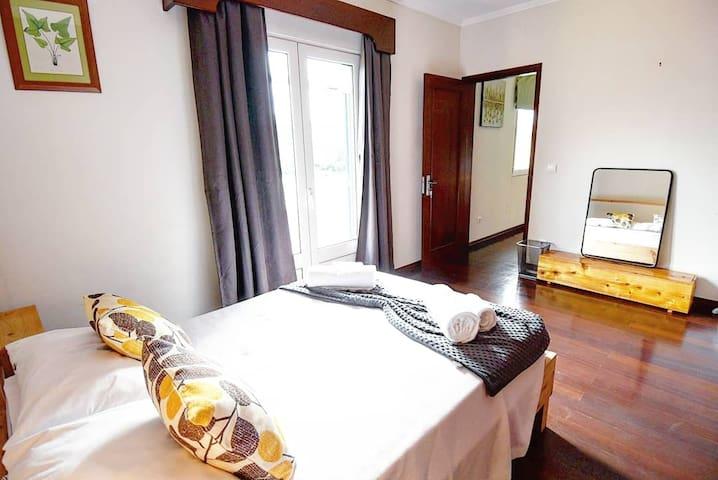 Southeast Couple Room