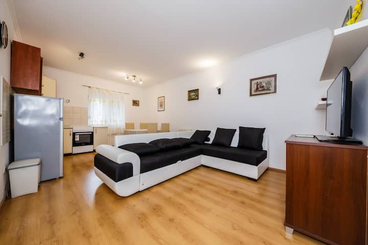A1 - spacious apt. w. garden, 2 min from the beach