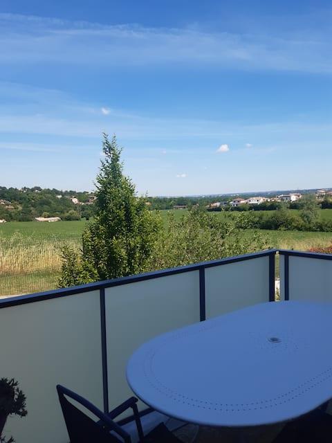 T2 cosy proche Toulouse avec terrasse et belle vue