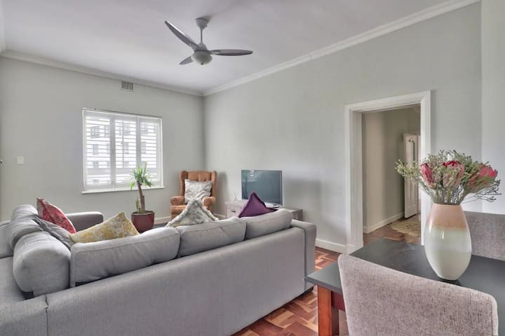 Mid century Bantry Bay apartment with parking!