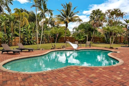 Palm Tree House 3 bd/2 ba With Saltwater Pool