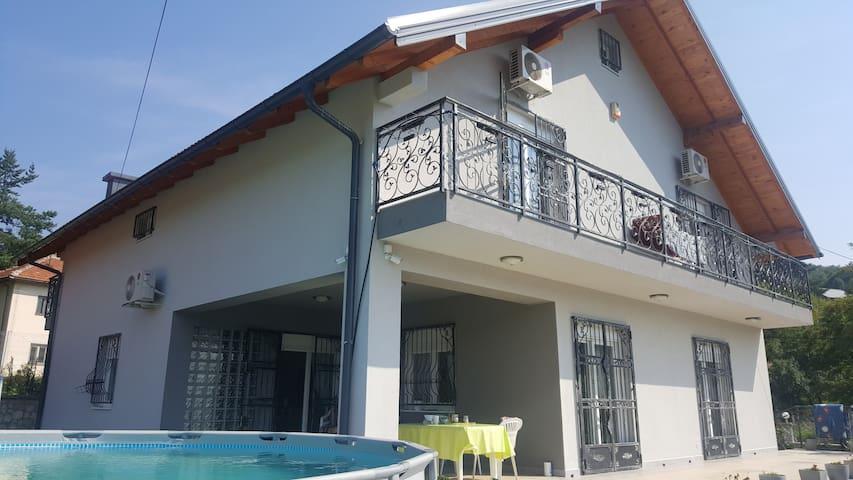 Peacefull Villa, modern standard, summerkitchen
