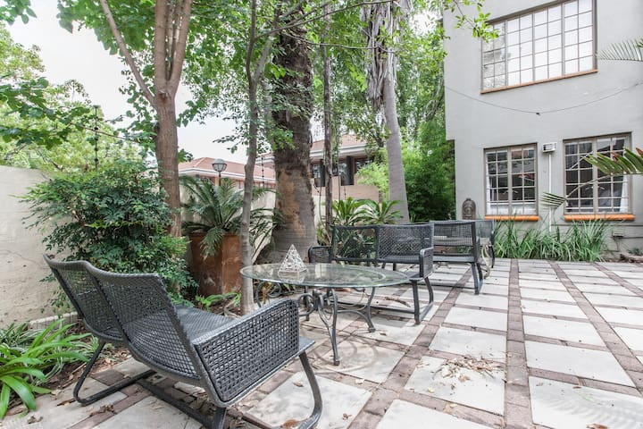 A home away from home starting at R550 per day - Sandton - Bed & Breakfast