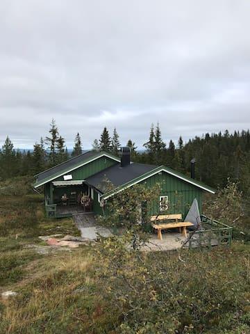 Koselig familiehytte på blefjell.