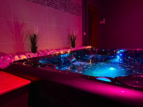 • The Private Suite • Evreux • Jacuzzi & Sauna