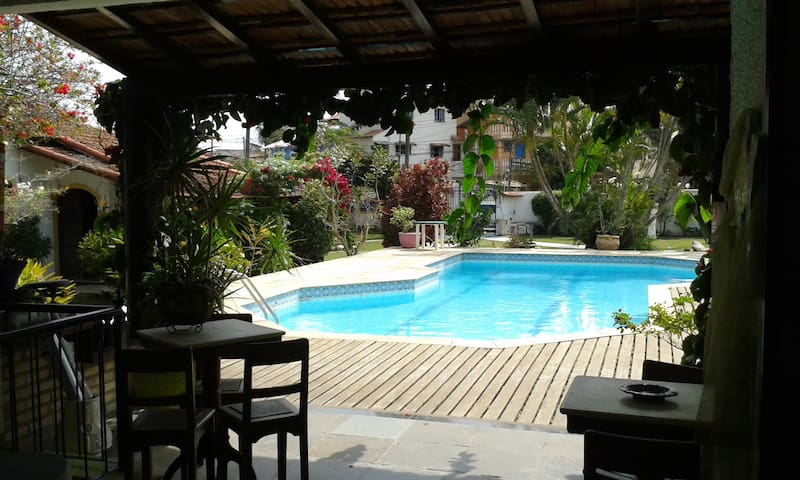 Suite Triplo c/Piscina e Area Verde - Cabo Frio - Bed & Breakfast