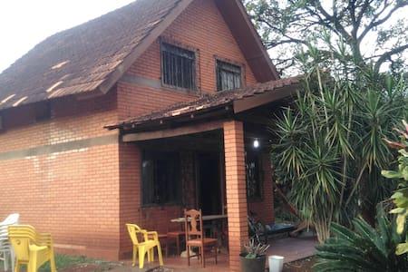 Quarto charmoso em casa/chalé - Foz do Iguaçu
