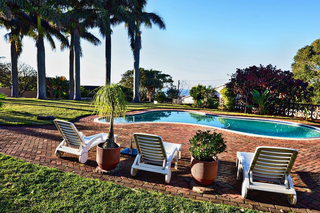Palm Tree Manor Poolbereich mit Sea view