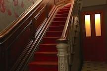 Grand walnut stairs 1