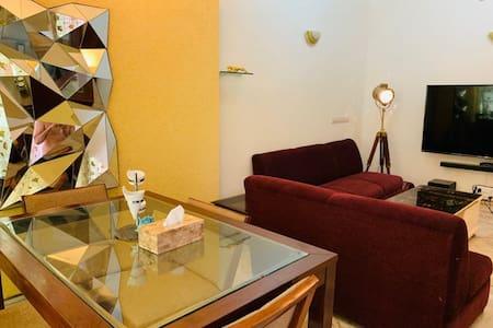 ★Private Room in a Posh Location in South Delhi★