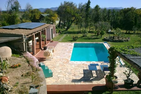 Small double room in Villa with pool. - Portoscuso