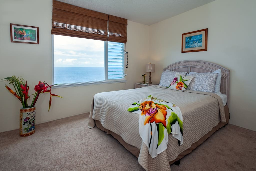 Guest bedroom with oceanfront views, Kauai vacation rental Alii Kai 3103
