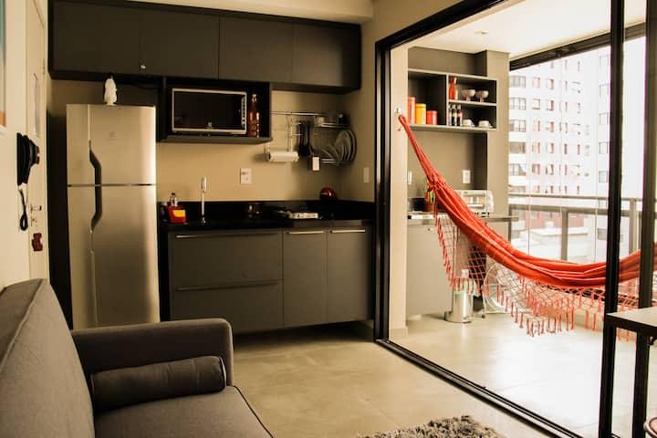 Pinheiros Best Location - metro/pool/gym/laundry