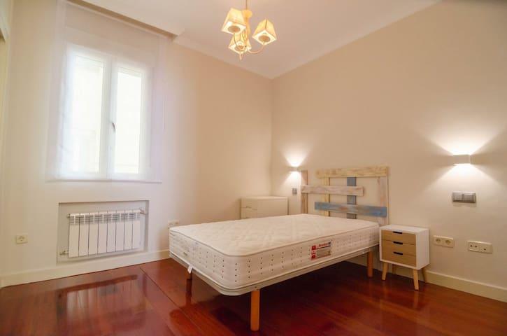 Private room in spacious apartment near Ponzano