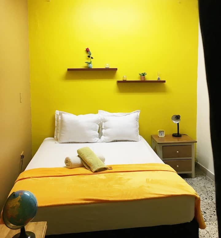 ROOM WITH BATH AND TV/NETFLIX IN LAURELES-ESTADIO
