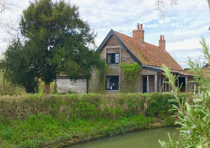 Fairytale Swan Cottage @ Letheringham Lodge - Woodbridge - 獨棟