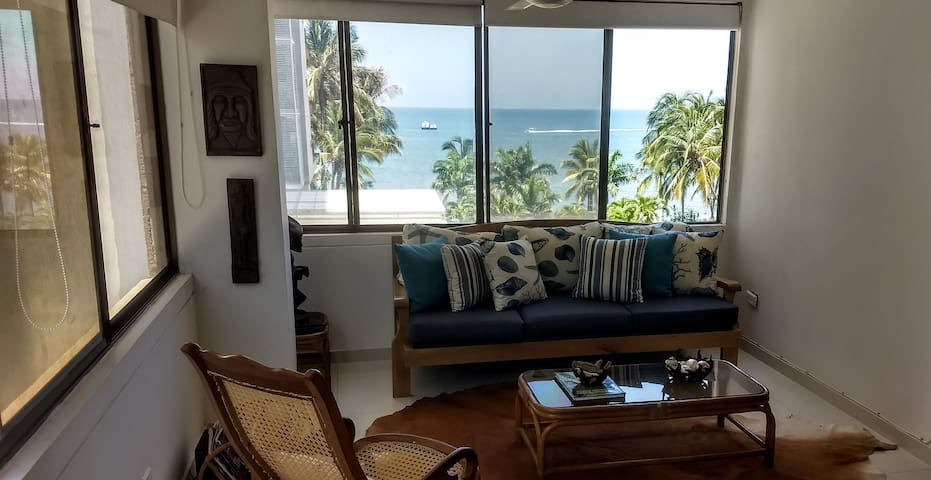 Fantastic Beach View Apartment - Bright and Cozy