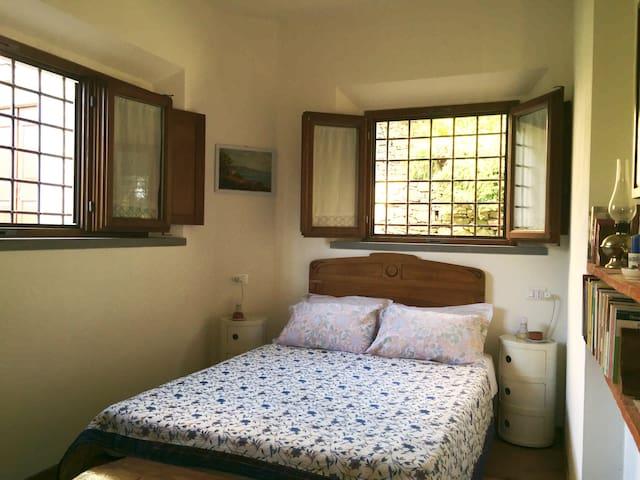 Detail of master bedroom 2