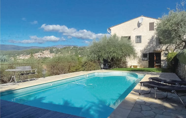 Stunning home in Montauroux with WiFi and 5 Bedrooms