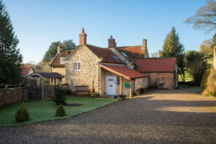 Pear Cottage, North York Moors, with indoor pool