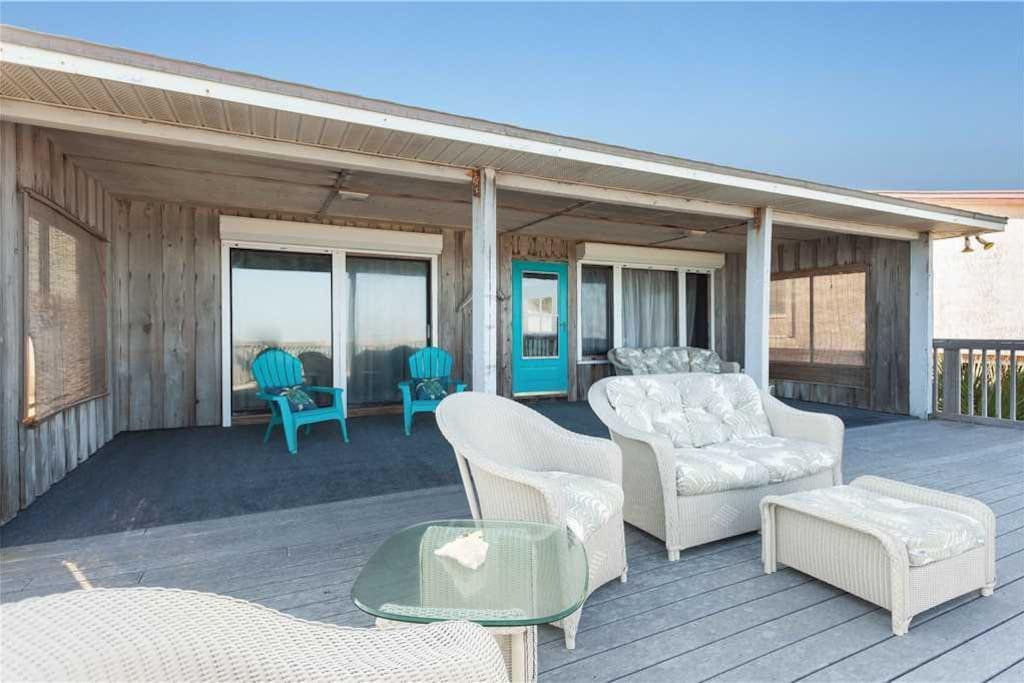Sit Back and Relax - Grab a seat on the Casa Vilano Beach House deck and breath in those ocean breezes as you gaze out on the rag