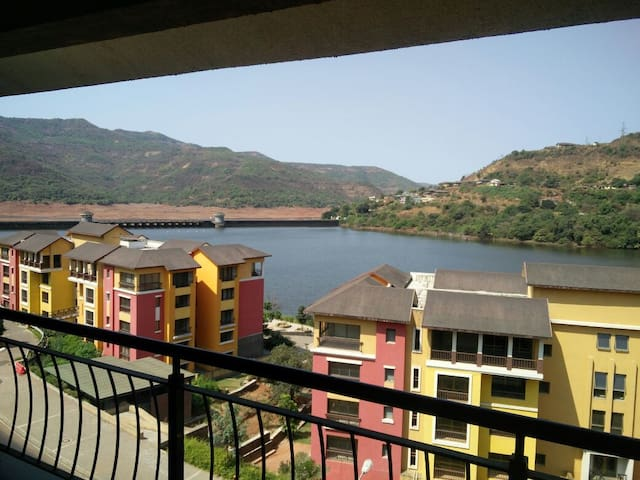 Lake view spacious studio apartment at Lavasa - Lavasa - Apartamento