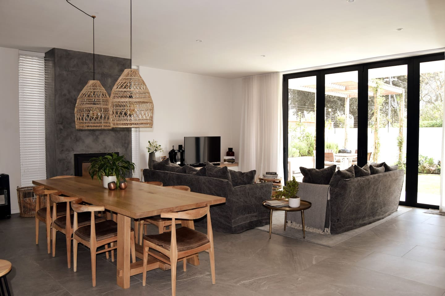 Open plan living, dining & kitchen