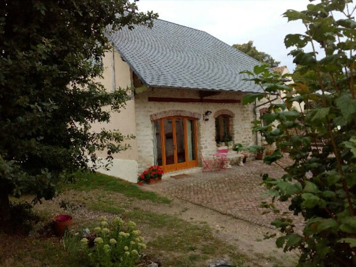 Une jolie maison privée au calme dans propriété