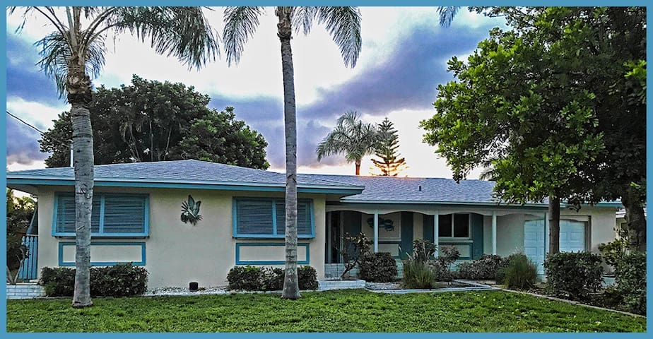 SE Cape Coral, FL Canal Home - Yacht Club Area